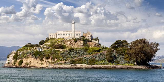 alcatraz-island-tour-san-francisco-via-magazine-shutterstock-213395542